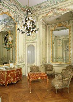 Private room of the Dauphine Marie-Josephe de Saxe (1731-67) (photo)