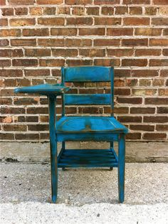 Vintage Wood School Desk In Perfect Teal from minthome on Etsy. Saved to office supplies galore ! Old School Desks, Wood School, School Chairs, Old Desks, Shabby Vintage, Vintage Wood, Vintage Decor, Kids Recliner Chair, Tommy Bahama Beach Chair