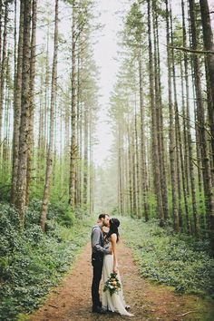 A Romantic Elopement in the Woods: Laura + Nick - hochzeit - Wedding Wedding Pics, Wedding Engagement, Our Wedding, Dream Wedding, Hipster Wedding, Wedding Ceremony, Trendy Wedding, Wedding Outfits, Wedding Couples