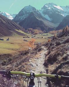 Sertig #bike #indiansummer https://www.graubuendner.ch/photos/grischashot.php?id=1377  a #GRischashot via bolssens auf Instagram,  herzlicha Dank 🍀🚵♀️ #davos #rinerhorn #graubünden  Folge bolssens auf Instagram: https://www.instagram.com/bolssens/