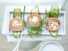 Gurken-Lachs-Rouladen - mit Frischkäsecreme gefüllt - smarter - Kalorien: 98 Kcal - Zeit: 45 Min.   eatsmarter.de