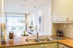 Lägenhet i Stockholm - Skeppsholmen Sotheby's International Realty Kitchen Dining, Kitchen Island, Kitchen Cabinets, Dining Room, Stockholm, Light In, Wood Counter, House Design, Home Decor