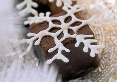I o vánočních svátcích můžete cestovat. Buď doopravdy strávíte Štědrý den pod palmami, nebo můžete 'projet' Evropou díky našim receptům. Ochutnejte tradiční kousky našich bližších i vzdálenějších sousedů. Gingerbread Cookies, Xmas, Sweets, Desserts, Blog, Gingerbread Cupcakes, Tailgate Desserts, Deserts, Gummi Candy