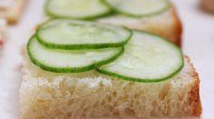 A delicious cucumber and iogurte appetizer.  Full recipe here: http://opequenolirio.blogspot.com.br/2015/03/receita-3-aperitivos-faceis-e-diferentes.html