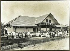Schoolgebouw met kinderen te Medan 1914-1919. Dutch Colonial, Medan, House Styles, Art, Art Background, Kunst, Performing Arts, Art Education Resources, Artworks
