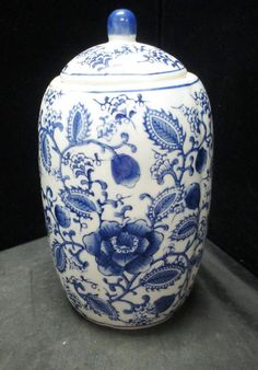 CHINESE BLUE AND WHITE PORCELAIN GINGER JAR : Lot 8
