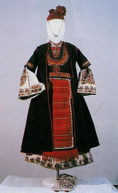 Young married woman's costume, second half of the 19th century, Doupnitza region (NEM)