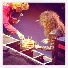 Yoshiki and Pata investigate a cake
