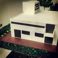 Maquete casa moderna. Realizada em 2013 no 1°semestre da graduação.