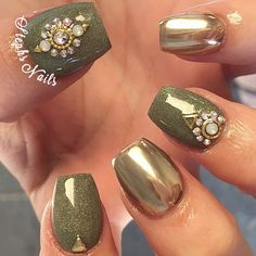 """Shorties @glamandglitsnails green """"Autumn"""" and gold chrome from @daily_charme such a high quality product I'm in love! Chrome nails ladies are an extra charge ❤️"""