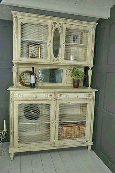 This original French oak dresser could be used in a kitchen or living room. Painted in a mix of cream and white and heavily distressed and aged with dark wax. We particularly love the 2 naturally antiqued mirrors and quirky feet! Shabby French Chic, Shabby Chic Mode, Shabby Chic Living Room, Vintage Shabby Chic, Shabby Chic Style, Shabby Chic Decor, Vintage Decor, Shabby Chic Kitchen Dresser, Cocina Shabby Chic
