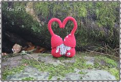 Steen in the cottage: Crocheted elves or a real plot kiss! Christmas Crafts, Christmas Ornaments, Crochet Christmas, Crochet Dolls, Doll Toys, Elves, Straw Bag, Alphabet, Crochet Patterns