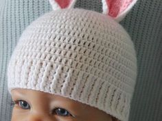 MATERIAL Ca 30-40 gr SchachenmayrMerino Extrafine50g/120m,Häkelnadel 3mm. SCHWIERIGKEIT Mittel GRÖSSE Neugeborene (Kopfumfang: 34-36 cm),0-3 Monate(Kopfumfang: 37-40 cm) ABKÜRZUNGE