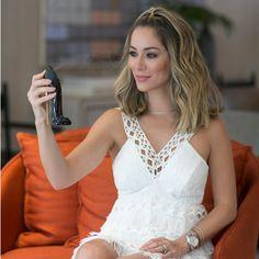 A @fhits influencer @helena_lunardelli preparando-se para um sábado MARA com nosso 'long dress' + parfum#GOODGIRL. Uauu!!!😱😱😱  #reginasalomao #SS17 #TropicalVibesRS#goodtobebad