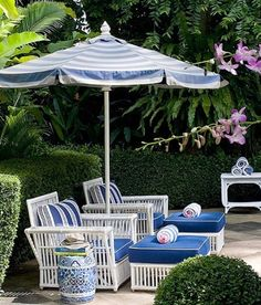Summer time seating - so pretty!.