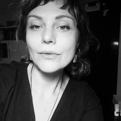 Autoportret de noapte🌠 . .  #latenight #studiohours #justfortheloveofit . @irinarrrina @microstudio258 . . . . #lovewhatido #nighthours  #soulcare #blackandwhite #selfie