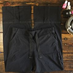 """Lucy Black studio style workout pants yoga pants Great Lucy studio pants.  In fabulous condition.    MEASUREMENTS Waist: 15"""" Hips: 20"""" Inseam: 30""""   ••  As always I follow all Postmark rules & No trades. Please make all offers through the offer button - lots of love girls! Lucy Pants Track Pants & Joggers"""