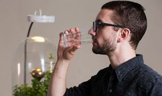Royal College of Art graduate student Pratik Ghosh designed Drop by Drop, a water filtration system that works similar to transpiration in the Amazon. Tropical Terrariums, Water Issues, Funny Tips, Water Filtration System, Royal College Of Art, Amazon Rainforest, Contemporary Ceramics, Climate Change, Plant Based