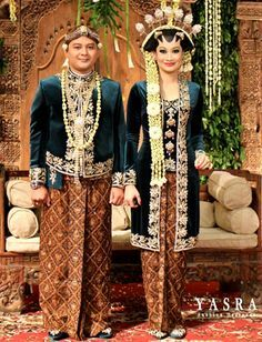 Javanese traditional wedding clothing - the women are consistent in wearing these crown of ball shaped decoration and hairstyle and makeup to form the star shape at the hairline...