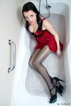 Red dress in the bath