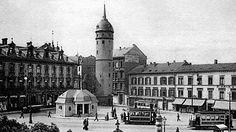 Fast tausend Jahre alt ist Darmstadt - von der Festung zur Markt- und Messestadt, von der großherzoglichen Residenz zum Zentrum von Kunst und Wissenschaft in der Weimarer Republik. Die Künstlerkolonie auf der Mathildenhöhe mit dem berühmten Hochzeitsturm zeigt den innovativen Geist, mit dem die Stadt Garnisonsdenken und Untertanengeist hinter sich ließ. Doch in den Bombennächten des Zweiten Weltkriegs waren die Altstadt und viele angrenzende Stadtbezirke bis zur Unkenntlichkeit zerstört…