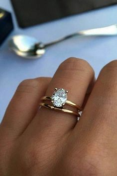 Simple engagement rings for girls who love the classic style ★ See more: www.weddi … Simple Engagement Rings For Girls Who Love Clas … - New Sites Wedding Rings Simple, Gold Wedding Rings, Bridal Rings, Unique Rings, Beautiful Rings, Wedding Jewelry, Simple Rings, Wedding Bands, Trendy Wedding