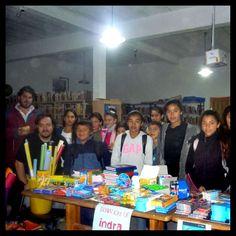 Los Chicos con las donaciones entregadas por Indra