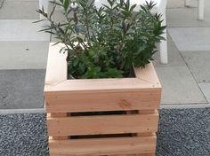 """Ein selbstgebauter Blumenkübel für den Garten""""Blumenkübel"""" Mehr Details findet ihr hier: http://www.toom-baumarkt.de/selbermachen/kreativwerkstatt/details/blumenkuebel-2421/ #toom #Baumarkt #toomBaumarkt #toomTeam #Heimwerken #DIY"""