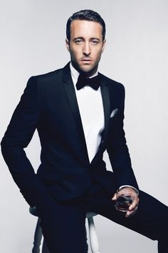 Alex O'Loughlin of Hawaii Five-O (Steve-O). I might start liking them tall, dark and handsome :) Alex O'loughlin, Sharp Dressed Man, Well Dressed Men, Suit Man, Gq Australia, Look Fashion, Mens Fashion, Moda Formal, Black Tie Affair
