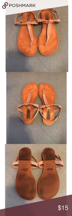 Steve Madden - Nude Sandals Pretty nude sandals by Steve Madden! Perfect for the spring/summer season! Worn quite a few times but still has wear left! Photos show wear. Fits true to size. Offers welcome! Steve Madden Shoes Sandals