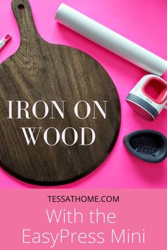 Cricut Iron On Vinyl, Mini Iron, Diy Wood Signs, Pallet Signs, Cricut Tutorials, Cricut Ideas, Easy Woodworking Projects, Woodworking Tools, Diy Tutorial