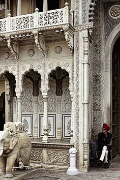 India Travel Inspiration - Temple in Rajasthan India Architecture, Ancient Architecture, Beautiful Architecture, Beautiful Buildings, Architecture Details, Gothic Architecture, Nova Deli, Rajasthan India, India India