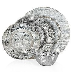 Our Madera Dinnerware guarantees dazzle for your #NYE bash.