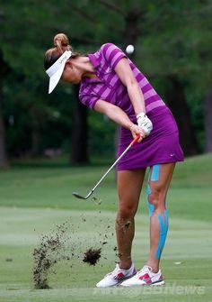 女子ゴルフ、ウォルマートNWアーカンソー選手権(Wal-Mart NW Arkansas Championship Presented by PG 2014)2日目。7番でショットを打つミッシェル・ウィ(Michelle Wie、2014年6月28日撮影)。(c)AFP/Getty Images/Sam Greenwood ▼29Jun2014AFP|2日目はサスペンデッド、ウィが暫定首位 NWアーカンソー選手権 http://www.afpbb.com/articles/-/3019085