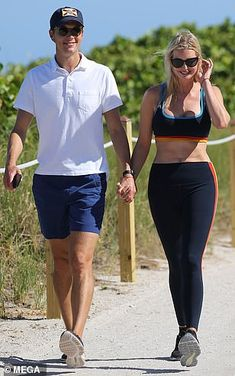 Miami Nice! Ivanka flaunts her VERY toned tum in sports bra and leggings as she walks hand-in-hand with Jared Donald Trump Daughter, Trump Show, Jared Kushner, Ivanka Trump, Miami, Abs, Walking, Sporty, Mail Online