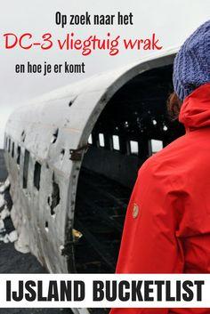 Alles wat je wilt weten over het DC-3 vliegtuigwrak in IJsland. Waar het ligt, hoe je er komt en wat de beste tijd is om het te bezoeken. Check mijn blog!