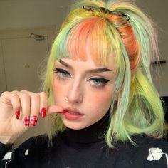 Hair Color Blue, Green Hair, Blue Hair, Grunge Look, Soft Grunge, Pelo Multicolor, Make Up Looks, Dye My Hair, Aesthetic Hair
