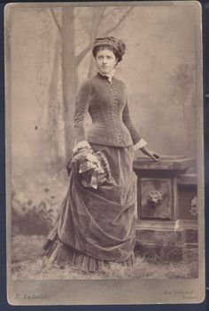 Eleanor Glasgow Voorhis. (1880) Photo by J. Ludovici. Missouri History Museum