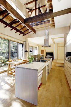 家の中心となるアイランドキッチン