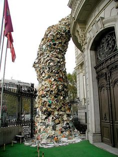 Book sculpture near Coln, Madrid. Wish I'd seen this in Madrid! Madrid, Casa Patio, Book Sculpture, World Of Books, Land Art, Public Art, Art And Architecture, Installation Art, Amazing Art