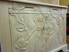 credenza scolpita a mano in legno di castagno  by Gianluca Carta