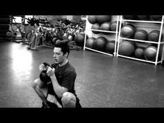 kettlebell workout,kettlebell benefits,kettlebell results,kettlebell circuit Kettlebell Workouts For Women, Kettlebell Cardio, Kettlebell Training, Summer Workout Plan, Hiit Workout At Home, Workout Videos, Genu Valgo, Calisthenics Women, Russian Kettlebell
