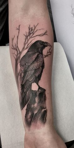 Hugin And Munin Tattoo Raven And Wolf Tattoo Designs Hugin Munin Tattoo Raven Tattoos Gallery Trendy Tattoos, New Tattoos, Body Art Tattoos, Tattoos For Guys, Sleeve Tattoos, Cool Tattoos, Forearm Tattoos For Men, Bicep Tattoos, Verse Tattoos