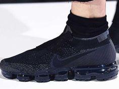 A First Look at the COMME des GARÇONS x Nike Air VaporMax.