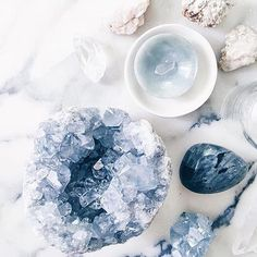 The Ultimate Crystal Healing Beginner Guide: the Whats and Hows Crystals have various powerful healing properties. If you are a crystal healing beginner, this guide will help you to get crystals to work for you. Crystal Magic, Crystal Grid, Crystal Healing, Chakra Healing, Healing Meditation, Blue Crystals, Crystals And Gemstones, Stones And Crystals, Rocks And Gems