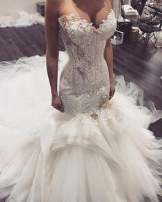 """ถูกใจ 2,941 คน, ความคิดเห็น 22 รายการ - George Elsissa (@georgeelsissa) บน Instagram: """"#details #georgeelsissa Rola #bride #wedding #weddinggown"""""""