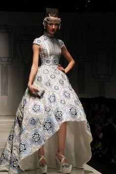 Breathtaking Cheongsam Qipao Designed by Sebastian Gunawan – Shanghai Swing - Elegant Story Lovely Dresses, Modest Dresses, Beautiful Gowns, Oriental Fashion, Asian Fashion, Fashion Beauty, Sebastian Gunawan, Costumes Couture, Conservative Fashion