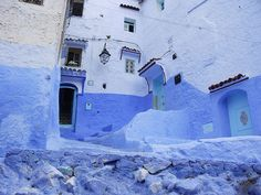 Shades of blue. This house in the medina of Chefchaouen, Morocco, is painted blue, like the road, and the doors are painted a turquoise blue. Beautiful Streets, Beautiful Places, Amazing Places, Dijon France, Turquoise Door, Sites Touristiques, Les Cascades, Blue City, Urban Setting