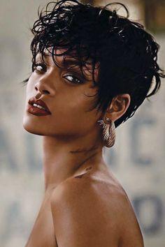 Estilo Rihanna, Mode Rihanna, Rihanna Riri, Rihanna Style, Rihanna Hairstyles, Short Hairstyles For Women, Short Hair Updo, Curly Hair Styles, Rihanna Vogue