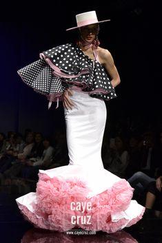 Andrew Pocrid SIMOF 2016 (18) Dance Fashion, Fashion Show, Fashion Dresses, Lanvin, Balenciaga, Mardi Gras Costumes, Spanish Fashion, Retro Fashion, Womens Fashion